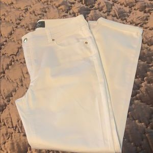 Chico's NWOT So Slimming Ankle White Jeans